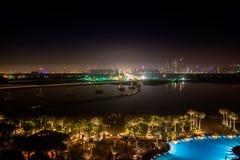 Φω'τα κόλπων παραλιών της πόλης Ντουμπάι νύχτας Στοκ Φωτογραφίες