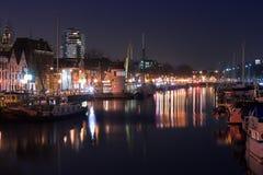 Φω'τα νύχτας αντανακλάσεων στο παλαιό λιμάνι Στοκ Εικόνα