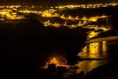 Φω'τα νύχτας στο χωριό Arrifana Στοκ εικόνα με δικαίωμα ελεύθερης χρήσης
