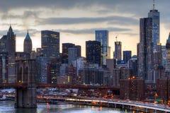 Φω'τα οριζόντων πόλεων της Νέας Υόρκης στο ηλιοβασίλεμα Στοκ Εικόνα