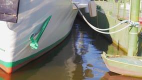 Φω'τα που απεικονίζονται στην πλευρά ενός σκάφους απόθεμα βίντεο