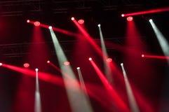 Φω'τα σκηνών στη συναυλία Προβολέας αιθουσών φωτισμού equipment στοκ εικόνες
