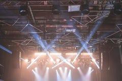 Φω'τα σκηνών στη συναυλία στοκ φωτογραφία με δικαίωμα ελεύθερης χρήσης