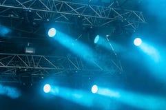Φω'τα σκηνών στη συναυλία στοκ εικόνα με δικαίωμα ελεύθερης χρήσης