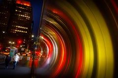 Φω'τα, σκιές και αντανακλάσεις στις οδούς NYC Στοκ Εικόνες