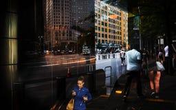 Φω'τα, σκιές και αντανακλάσεις στις οδούς NYC Στοκ Φωτογραφίες