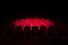 Φω'τα στα κόκκινα καθίσματα σε ένα θέατρο στοκ φωτογραφίες με δικαίωμα ελεύθερης χρήσης