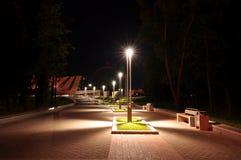 Φω'τα στο πάρκο νύχτας στοκ φωτογραφία με δικαίωμα ελεύθερης χρήσης