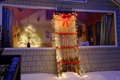 Φω'τα Χριστουγέννων διακοπών σε ένα παλαιό έλκηθρο Στοκ φωτογραφία με δικαίωμα ελεύθερης χρήσης