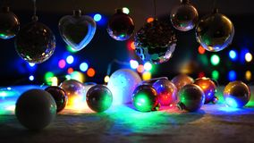 Φω'τα Χριστουγέννων και σφαίρες Χριστουγέννων απόθεμα βίντεο