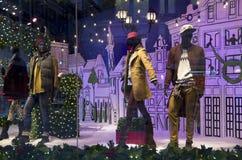 Φω'τα Χριστουγέννων παραθύρων καταστημάτων μόδας Στοκ φωτογραφία με δικαίωμα ελεύθερης χρήσης
