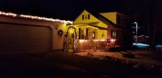 Φω'τα Χριστουγέννων σπιτιών στοκ φωτογραφία με δικαίωμα ελεύθερης χρήσης