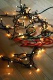Φω'τα Χριστουγέννων στο ελαφρύ ξύλινο πάτωμα Στοκ Εικόνες