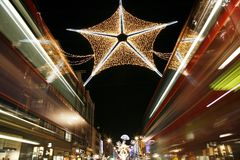 Φω'τα Χριστουγέννων στο Λονδίνο Στοκ εικόνες με δικαίωμα ελεύθερης χρήσης