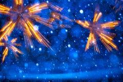 Φω'τα Χριστουγέννων τέχνης στο μπλε υπόβαθρο Στοκ εικόνες με δικαίωμα ελεύθερης χρήσης