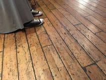 Φόρεμα και πάνινα παπούτσια Στοκ φωτογραφία με δικαίωμα ελεύθερης χρήσης