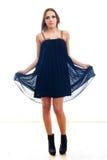 φόρεμα που φορά τις νεολαίες γυναικών στοκ φωτογραφίες