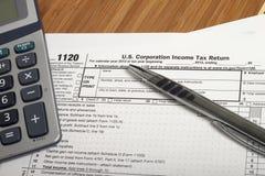 Φόροι εισοδήματος στοκ εικόνες με δικαίωμα ελεύθερης χρήσης