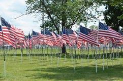 Φόρος αμερικανικών σημαιών στους στρατιώτες μας Στοκ Φωτογραφία