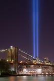 Φόρος γεφυρών του Μπρούκλιν στο φως Στοκ Φωτογραφία