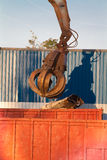 φόρτωση γερανών grabber Στοκ Εικόνες
