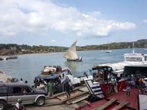 Φόρτωση σκαφών στο λιμένα Ankify, Μαδαγασκάρη Στοκ εικόνες με δικαίωμα ελεύθερης χρήσης