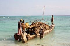 Φόρτωση της βάρκας zanzibar Στοκ Φωτογραφία