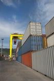 Φόρτωση των εμπορευματοκιβωτίων Στοκ Εικόνες