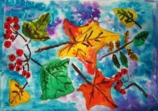 Φύλλα και μούρα φθινοπώρου που χρωματίζονται από το παιδί στοκ εικόνες