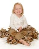 φύλλα κοριτσιών πτώσης Στοκ εικόνα με δικαίωμα ελεύθερης χρήσης