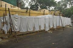 Φύλλα που κρεμούν σε Dhobi Ghat - παραδοσιακό πλυντήριο στην Ινδία Στοκ Εικόνα