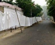 Φύλλα που κρεμούν σε Dhobi Ghat - παραδοσιακό πλυντήριο στην Ινδία Στοκ Εικόνες