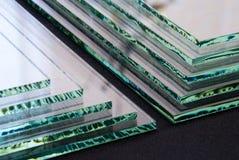 Φύλλα του εργοστασίου που κατασκευάζει τις μετριασμένες σαφείς επιτροπές γυαλιού επιπλεόντων σωμάτων που κόβονται στο μέγεθος στοκ φωτογραφία με δικαίωμα ελεύθερης χρήσης