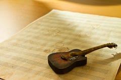 φύλλο μουσικής κιθάρων Στοκ φωτογραφίες με δικαίωμα ελεύθερης χρήσης