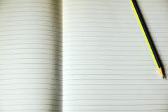 Φύλλο του ευθυγραμμισμένου εγγράφου σημειώσεων Στοκ φωτογραφίες με δικαίωμα ελεύθερης χρήσης