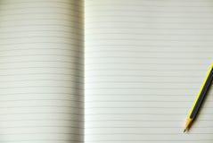 Φύλλο του ευθυγραμμισμένου εγγράφου σημειώσεων Στοκ Φωτογραφίες