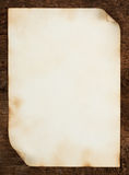 Φύλλο του παλαιού εγγράφου με τις κατσαρωμένες άκρες στοκ εικόνα με δικαίωμα ελεύθερης χρήσης