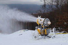 Φύσηγμα πυροβόλων χιονιού Στοκ Φωτογραφίες