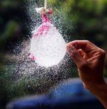 Φύσημα μπαλονιών στοκ φωτογραφίες με δικαίωμα ελεύθερης χρήσης