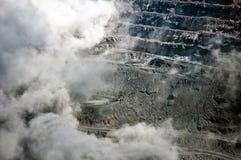 Φύσημα σε ανοικτό - χυτό ορυχείο Στοκ Εικόνες