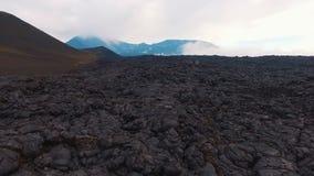 Φύση άποψης της Ρωσίας kamchatka Το ηφαίστειο και η λάβα Πέταγμα στο copter επάνω από το μάγμα φιλμ μικρού μήκους