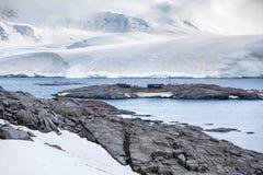 Φύση και τοπία της ακτής Ανταρκτική, όμορφοι βράχοι, ωκεανός Στοκ φωτογραφία με δικαίωμα ελεύθερης χρήσης
