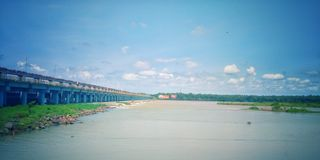 Φύση ποταμών ουρανού γεφυρών όμορφη Στοκ Εικόνα