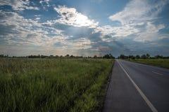 Φύση υπαίθρια, μπλε ουρανός, δρόμος, διακοπές στοκ φωτογραφία