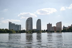 Φύση Kievskaya Νερό Dnieper αναψυχή Τιέν Σαν Καλοκαίρι οργασμός περίπατος Κτήριο στοκ φωτογραφία με δικαίωμα ελεύθερης χρήσης