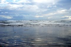 Φύση scenary της θάλασσας το βράδυ στοκ εικόνα με δικαίωμα ελεύθερης χρήσης