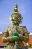 Φύλακας πορτών στο σμαραγδένιο ναό του Βούδα, μεγάλο παλάτι της Μπανγκόκ, ταϊλανδικά Στοκ εικόνα με δικαίωμα ελεύθερης χρήσης