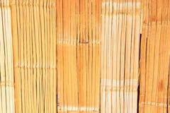 Φύλλα μπαμπού που ευθυγραμμίζουν τους τοίχους των αρχαίων σπιτιών Στοκ φωτογραφίες με δικαίωμα ελεύθερης χρήσης