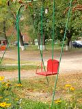 Φύλλα φθινοπώρου στην παλαιά ταλάντευση Στοκ Εικόνα