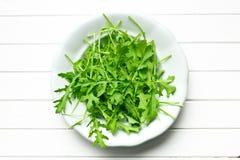 Φύλλα Arugula στο πιάτο στοκ εικόνα με δικαίωμα ελεύθερης χρήσης